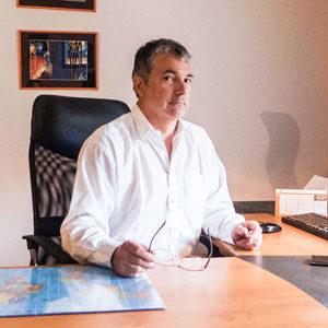 Nos inspecteurs - Jean Louis Eudes assis derrière son bureau