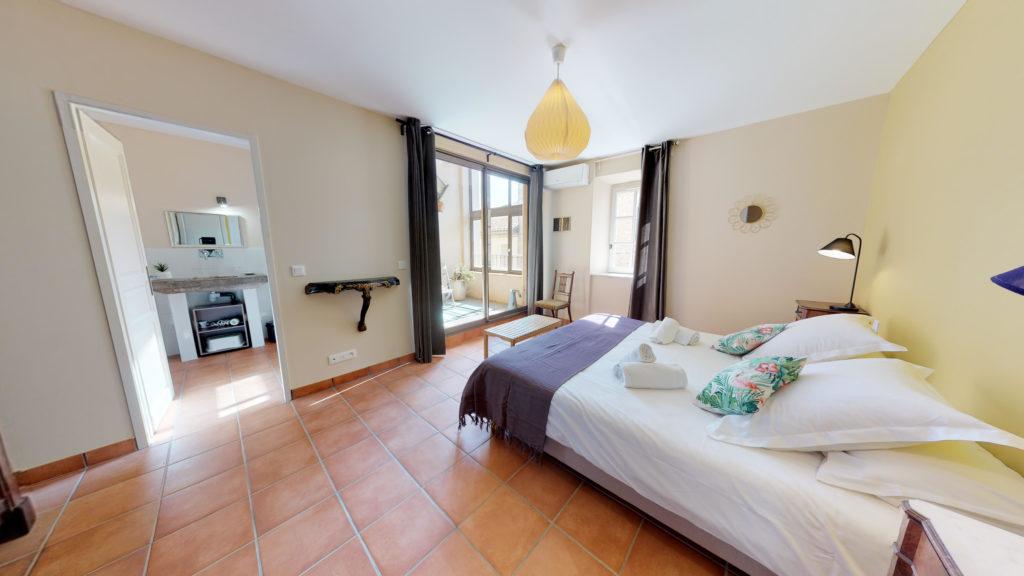 Chambre lit double et baie vitrée