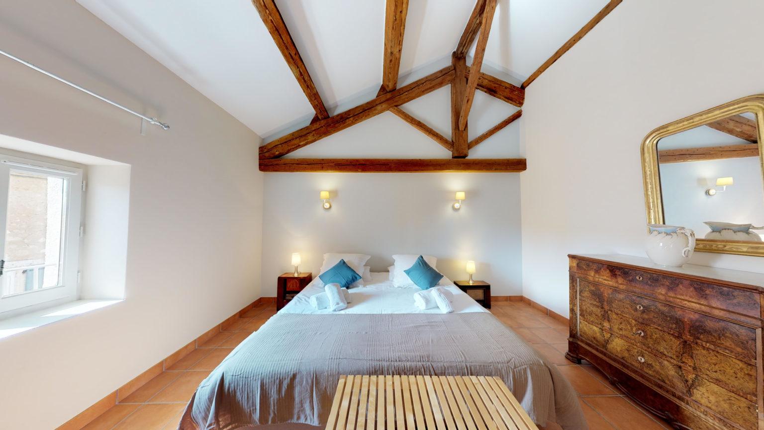 Chambre lit double poutres
