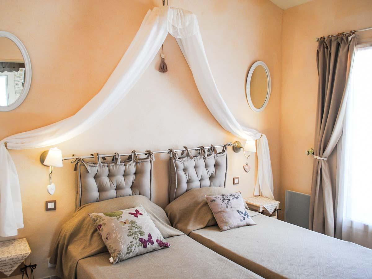 chambre double lit simple