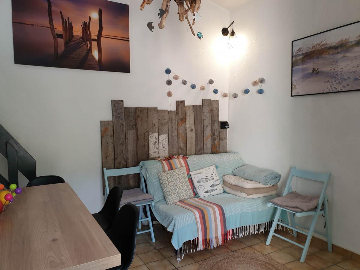 Canapé chaises bleu guirlande