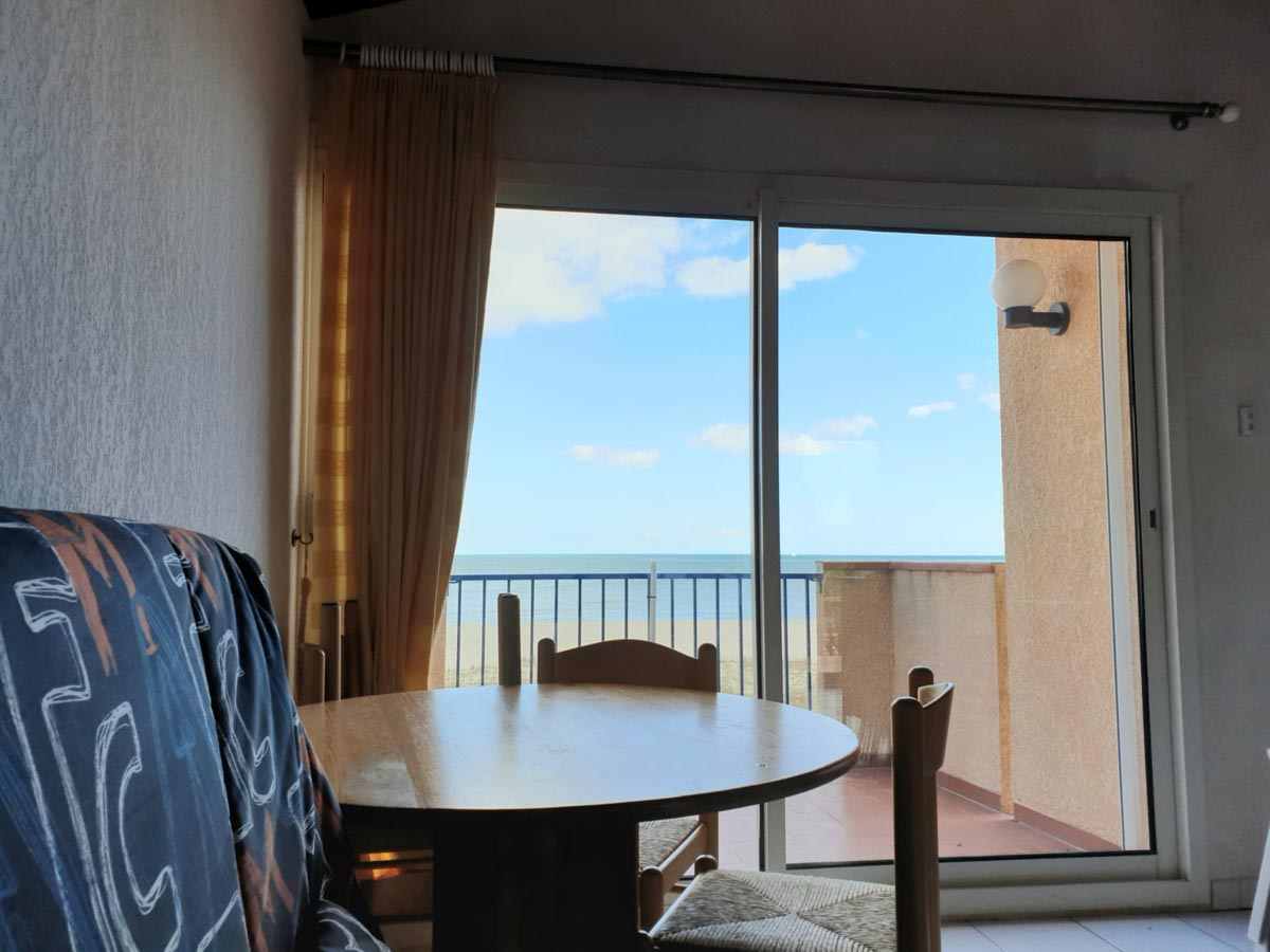Salon baie vitrée vue mer