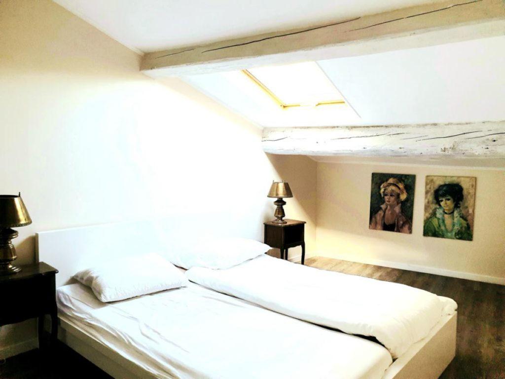Chambre lit double blanc