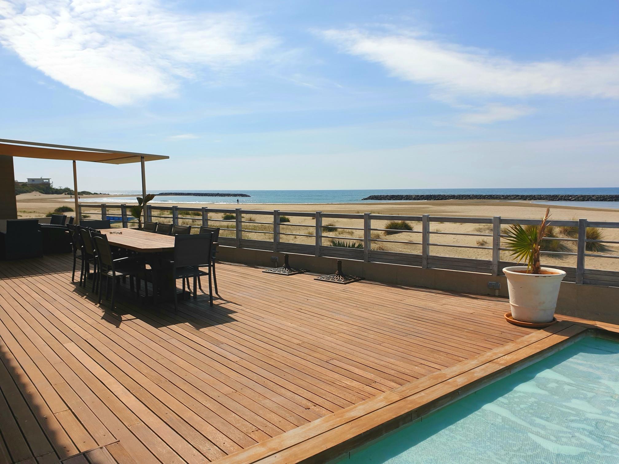 terrasse vue mer piscine agde